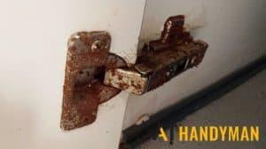 rusty-hinge-cabinet-a1-handymrusty-hinge-cabinet-a1-handyman-singaporean-singapore