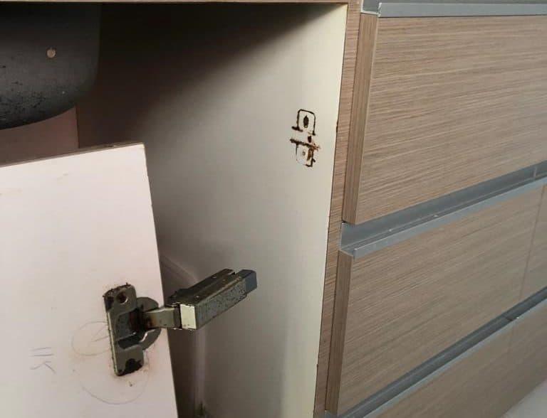 cabinet-hinge-repair-singapore-landed-pasir-ris-1