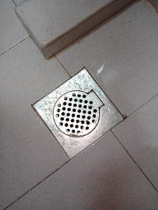 kitchen-floor-trap-choke-plumber-handyman-singapore-hdb-simei-2