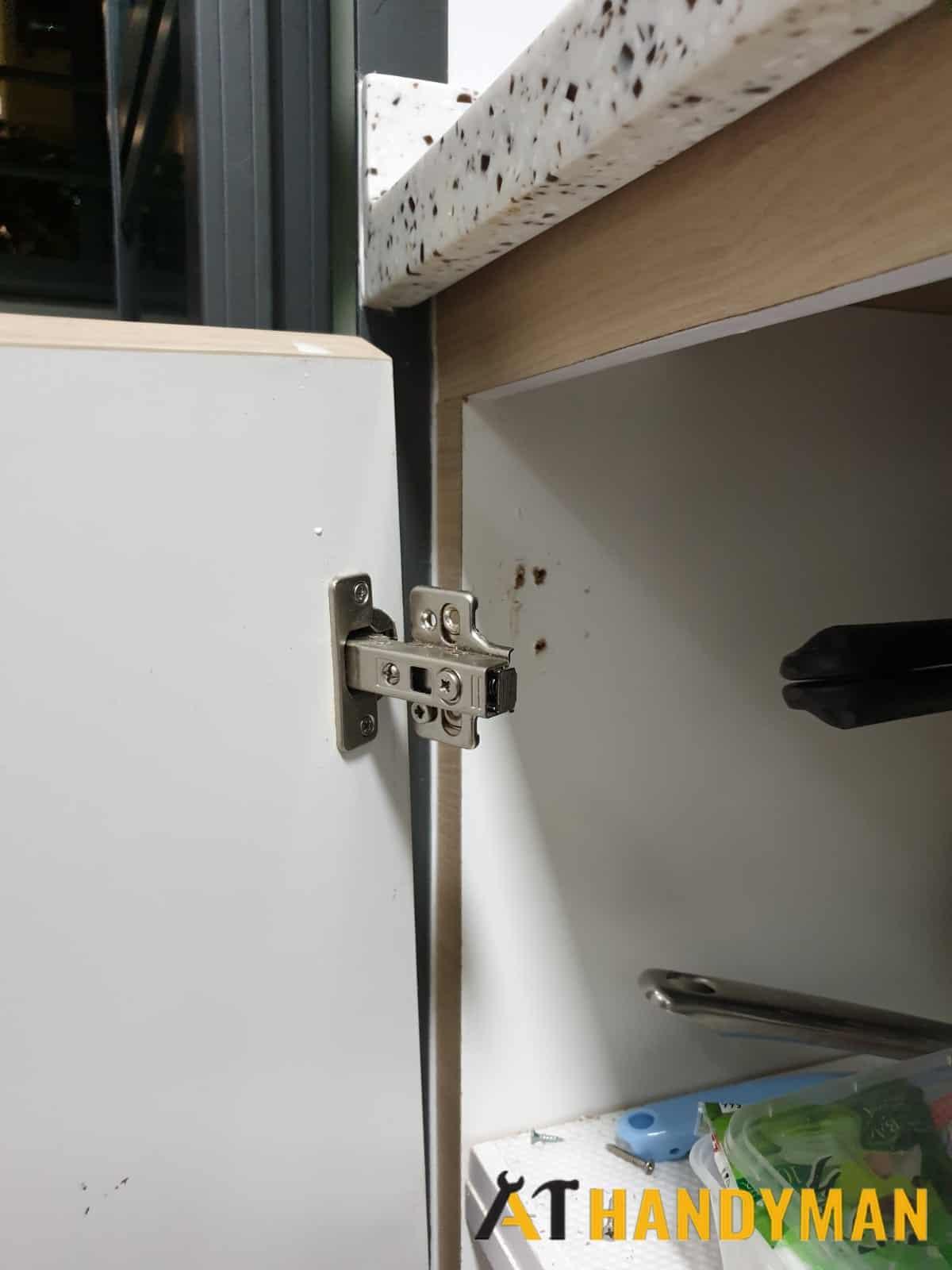 cabinet-door-hinge-repair-handyman-singapore-hdb-queenstown-1_wm