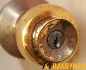 rusty-door-knob-door-lock-replacement-a1-handyman-singapore